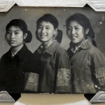 Drei junge Rotgardistinnen während der Kulturrevolution, Ende der 1960er Jahre